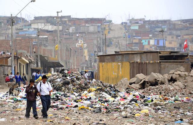 PERU-LAC-EU-SUMMIT-POVERTY